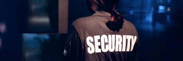 Immagine di un membro della security